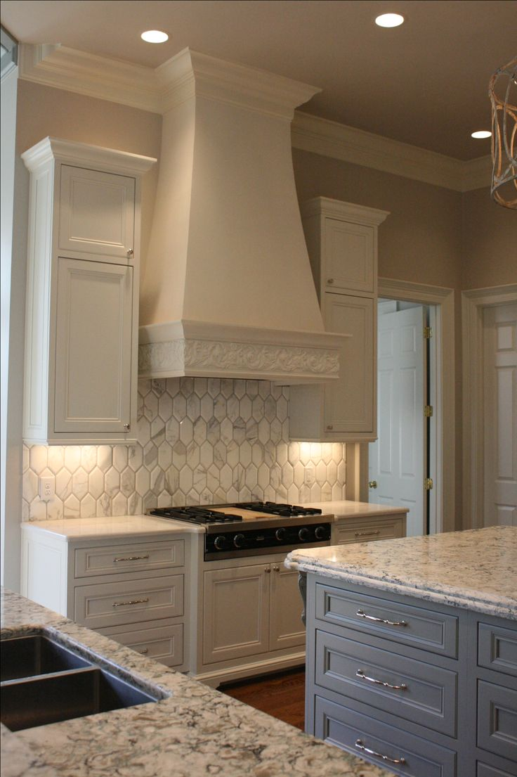 10 Kitchen And Home Decor Items Every 20 Something Needs: 38 Best Range Hoods Images On Pinterest