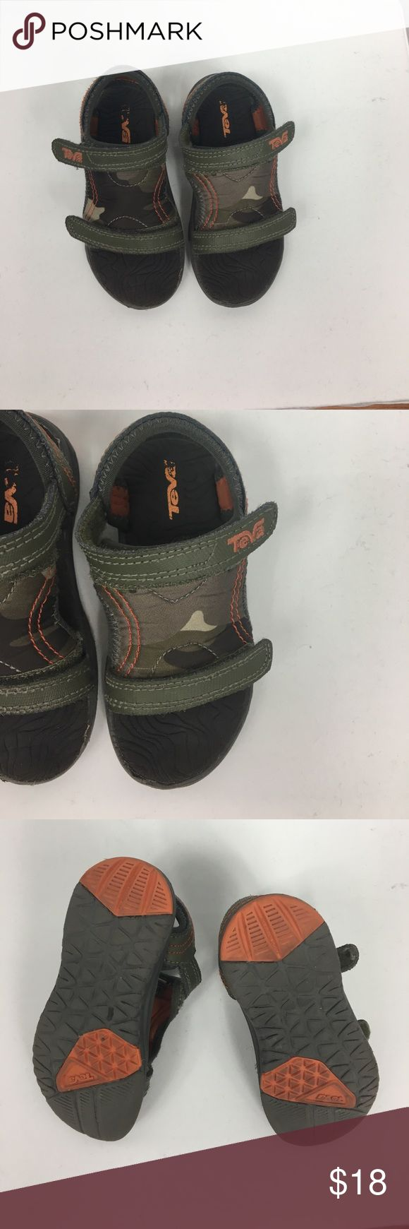 Teva>Toddler leather upper Velcro sandal GUC Size 7 Toddler Teva sandal in good condition. Camouflage design, leather upper, Velcro closure. Very comfy and perfect for summer! No box, GUC. Teva Shoes Sandals & Flip Flops
