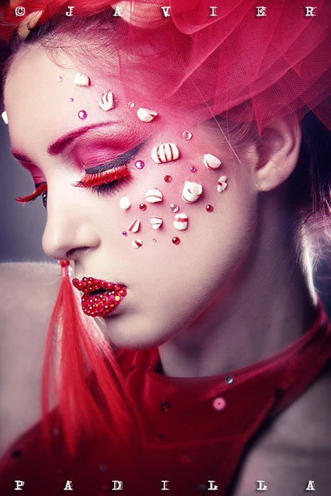 Creative make-up - Red false eyelashes - Red lips - Red eyeshadow