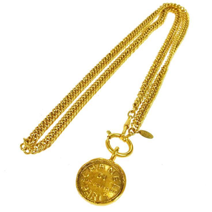 CHANEL. Paris. Vintage Goldplated Curbchain Long CC Logos Chanel Pendant Necklace
