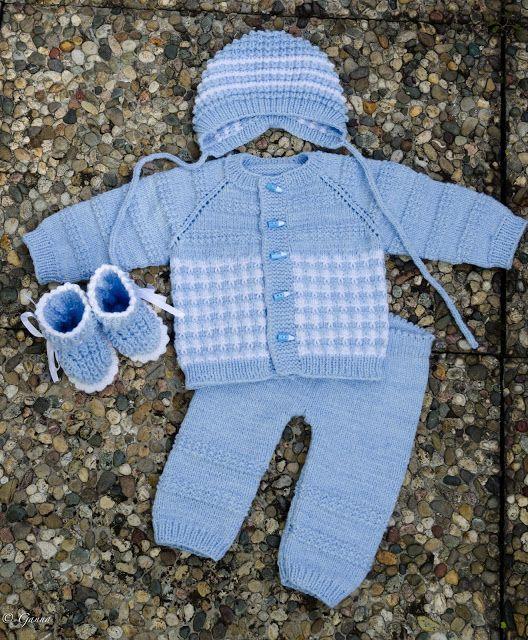 Вязаный костюм для малыша спицами