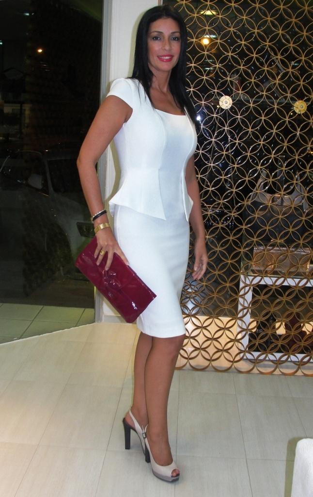 Lilibeth Quiroga con un little white dress con peplum en el cóctel de Invierno 2013 DEPASO