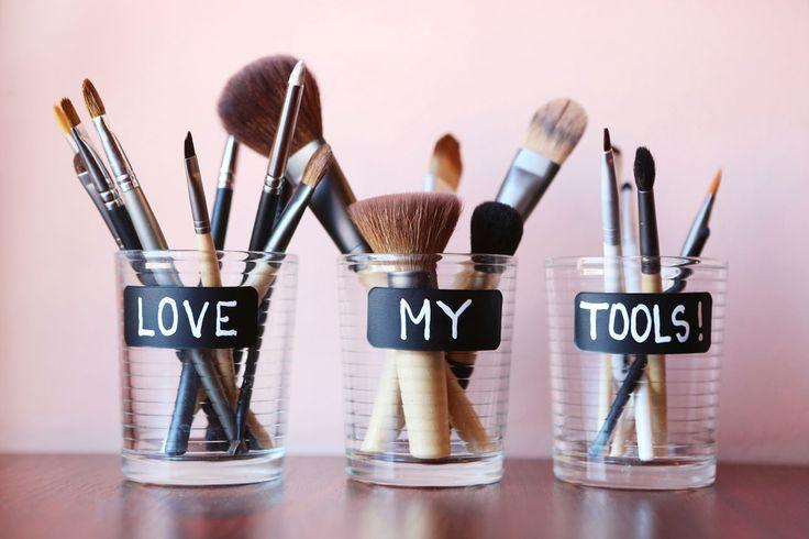 So pflegen und reinigen Sie Ihre Make-up-Pinsel. Die Anleitung inkl. Gif's finden Sie hier: http://www.annabelle.ch/beauty/so-reinigen-sie-ihre-make-pinsel-44081