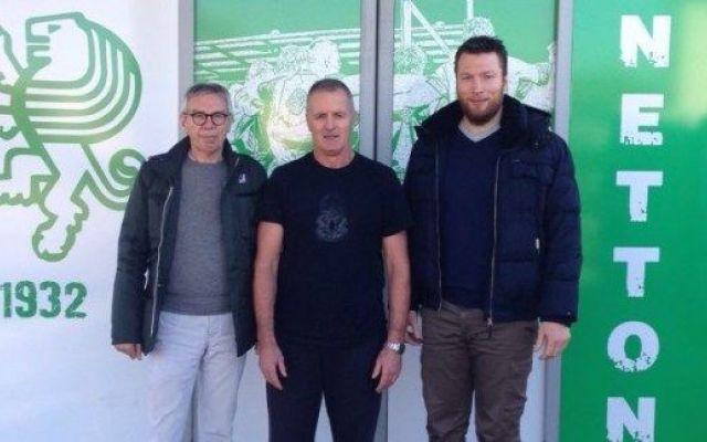 Benetton Treviso: ecco il volto del nuovo allenatore E' atterrato nel primo pomeriggio di oggi, all'aeroporto Marco Polo di Venezia, il neo tecnico biancoverde Kieran Crowley. Il coach neozelandese ha incontrato il Presidente Amerino Zatta, il Direttor #italia #pro12 #rugby #benettontreviso