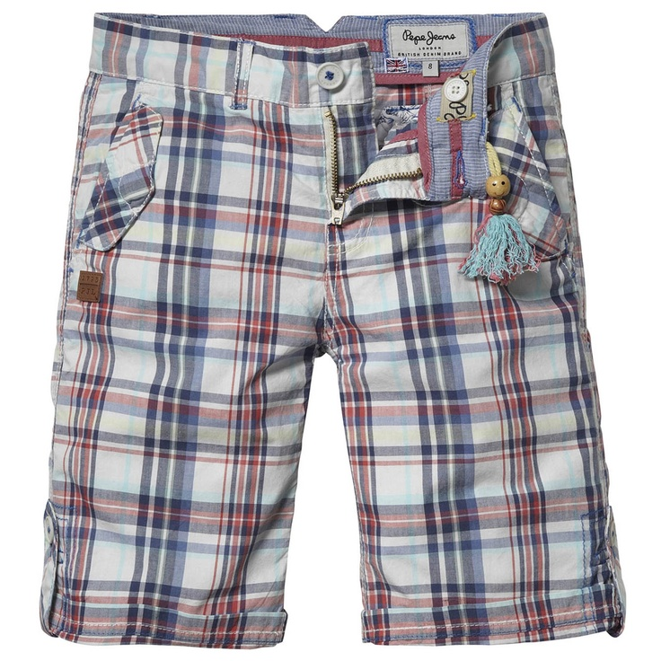Striped bermudas made of cotton cloth. Turn-ups with button straps. Flap pockets on the sides. Leather logo under one pocket.