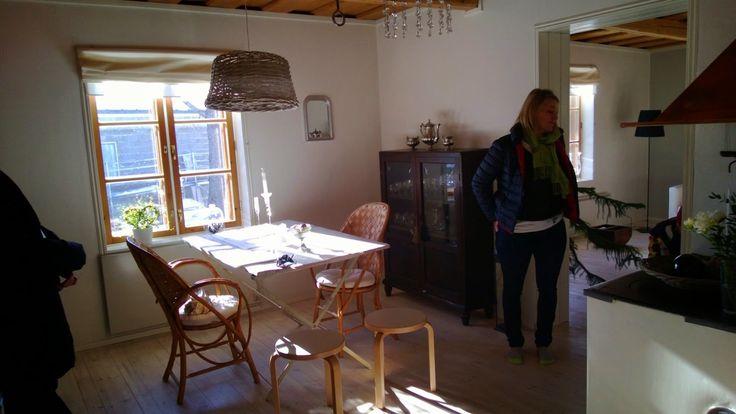 Lönntorp i Dalsvik -: Alla husets fönsterkarmar vita sommaren 2013