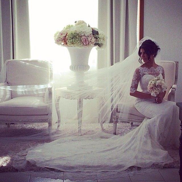 Veiled bridal pose::