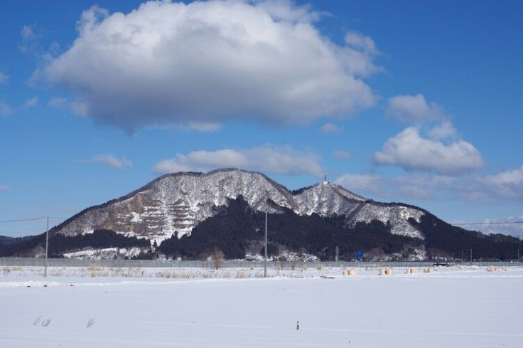 Mori mountain 2015-02-05(Hachirogata town) 八郎潟町から見える森山