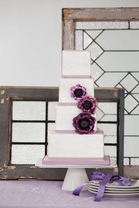 Ummm...: Cakes Ideas, Cakes Inspiration, Anemone Flower, Purple Anemones, Anemones Flowers, Anemones Cakes, Cakes Purple, Cakes Flowers, White Wedding Cakes