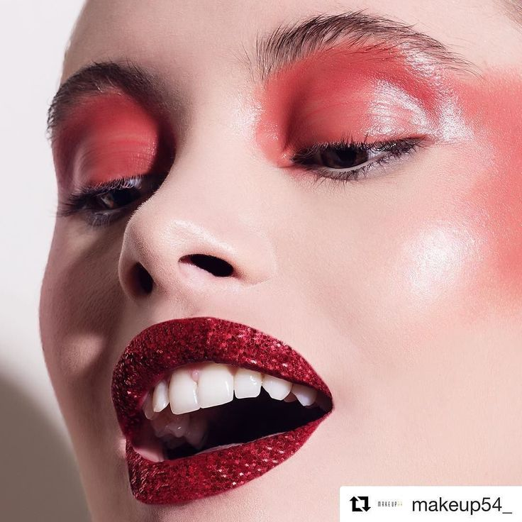 #Repost @makeup54_ with @repostapp  Ruby Slipper lips and red glossy highlights @makeup54_ It's a different way to wear red.  The stunning @rozieashley for @makeup54_ @bookingsmodels  Products Used: -Kryolan Shimmering Event Foundation Pearl -NARS Radiant Creamy Concealer -NARS Sheer Glow Foundation -MAC Silver Dusk Powder -Kryolan Supracolour 'P' palette -NARS Jungle Red Lip Liner -NARS 54 Velvet Lip Glide -Kryolan Red Glitter -Sigma Beauty Brushes  Ask any questions about how I created…