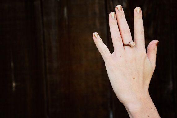 Crudo anillo de compromiso: promesa anillo por LittleSycamore