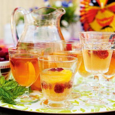 Bild på Bubblande iste med smak av persika och mynta