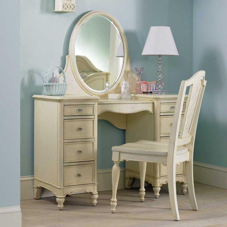 Exceptional Light Oak Bedroom Vanity Set