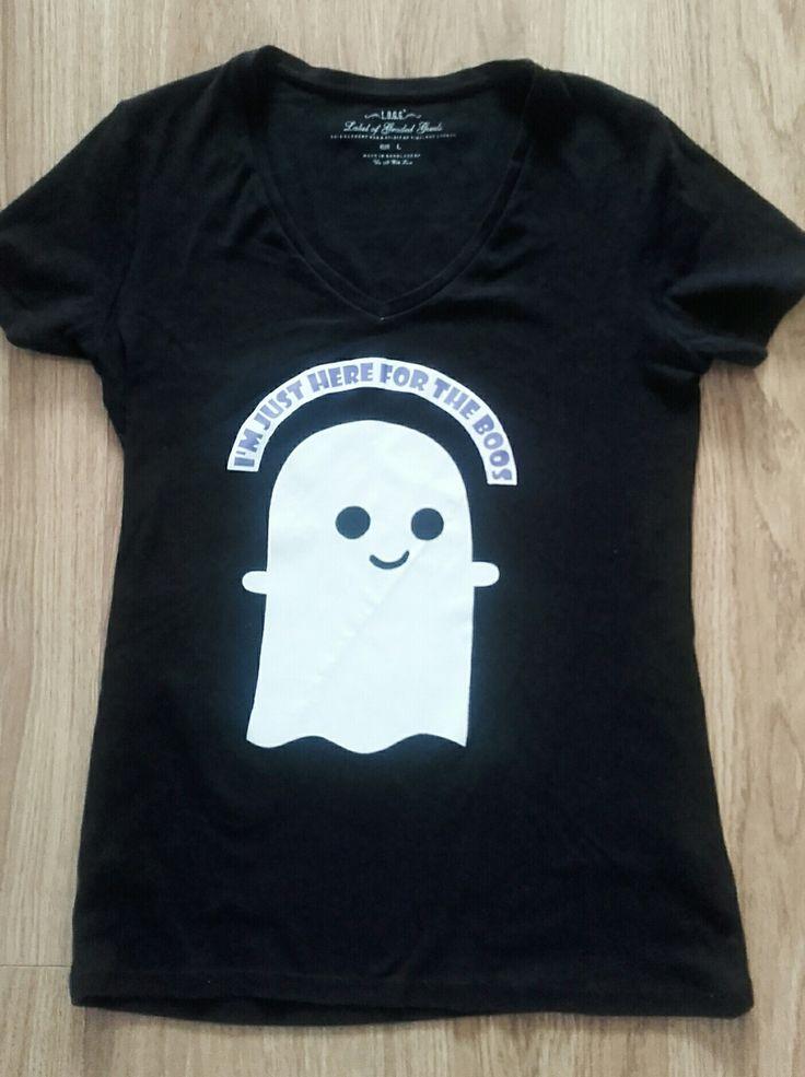 """Grappig Halloween-shirt """"I'm just here for the boos"""" - zwart shirt, transferpapier van action en beschrijving van DIY just cuz."""