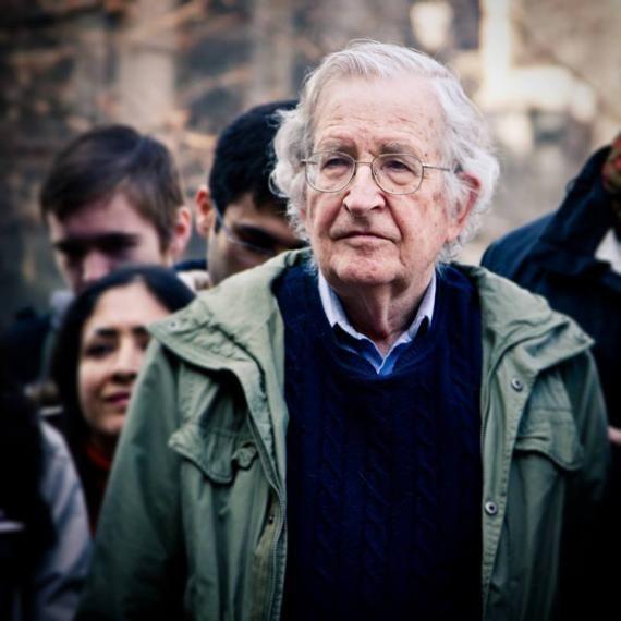 Quand l'Assemblée nationale remballe Noam Chomsky • Brèves, Assemblée nationale, Noam Chomsky, philosophie, Philologie, Roman Jakobson, Umberto Eco • Philosophie magazine