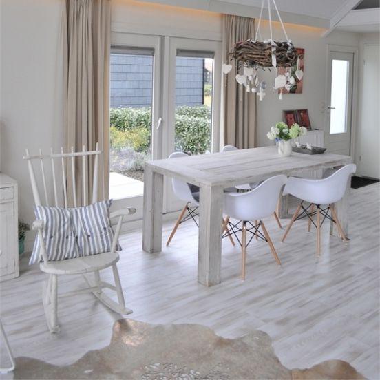 Vakantiehuis Chez sur Mer is een 4-persoons vakantiehuis in Zeeland, bij Kattendijke, direct aan de Oosterschelde. Licht, zonnig, rust en ruimte
