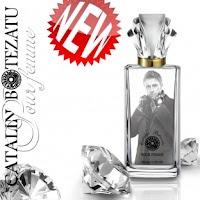 Un parfum cu o nuanta distincta de mosc, putin barbatesc, un cadou ideal pentru o femeie deosebita. Un cadou deosebit la un pret promotional