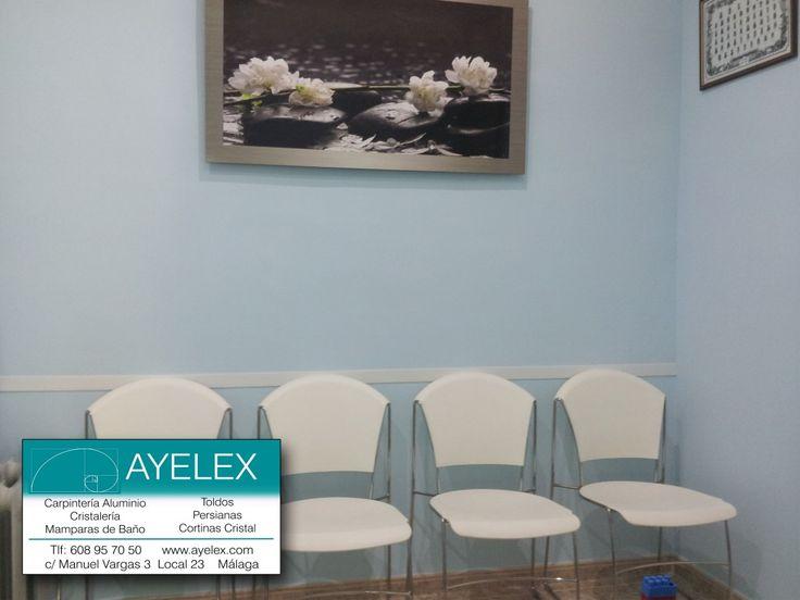 Guarda Aluminio Baño:guarda-sillas protector en pvc blanco instalado en sala estar Clínica
