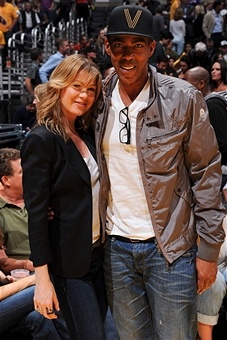 Ellen Pompeo and husband Chris Ivery watching the Lakers