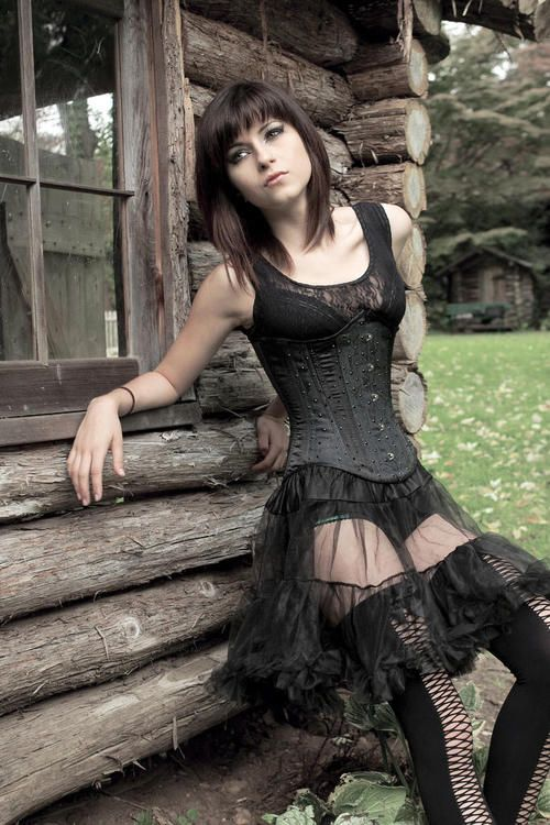 Love the stockings on this lovely bordello #Goth girl