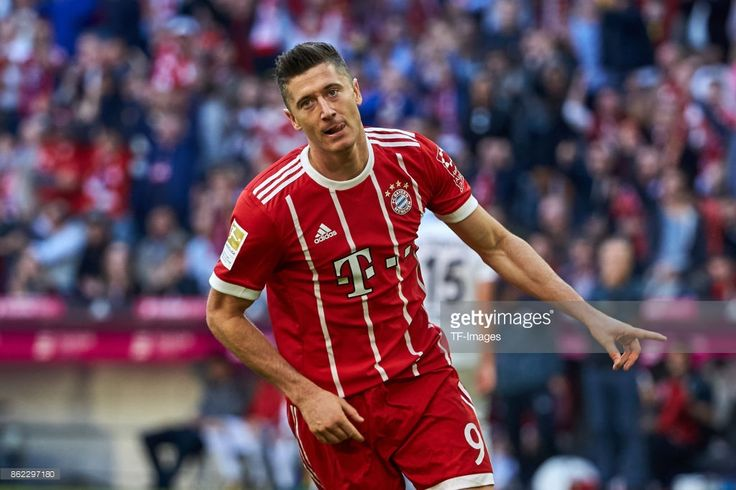 Robert Lewandowski of Bayern Muenchen celebrates after scoring his team`s fourth goal during the Bundesliga soccer match between FC Bayern Munich and SC Freiburg at Allianz Arena in Munich, Germany on October 14, 2017. (Photo by TF-Images/TF-Images via Getty Images)