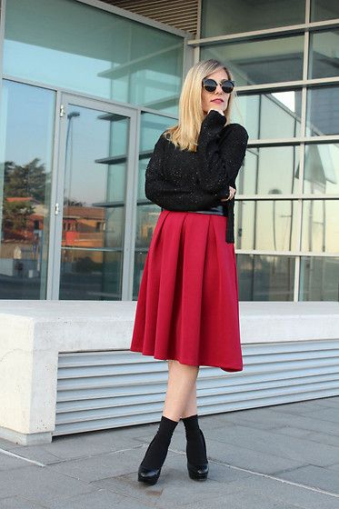 The Midi Skirt trend! Here are 9 Ways to Embrace this GLOBAL trend and 9 fashionistas rocking the look. New post on the blog today! Check it out here! http://www.globalgarbs.com/trends/top-10-ways-to-wear-a-midi-skirt
