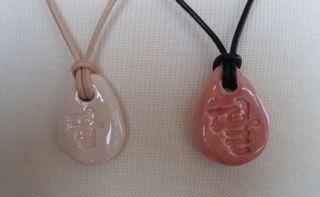 Pendants that say daughter in Hangul (Korean)