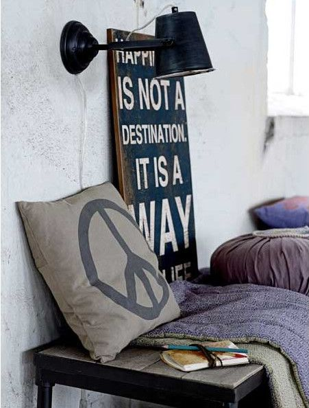 Jeśli styl skandynawski jest bliski Waszemu sercu to na pewno zdążyliście się już zorientować że dekoracje ścienne zawierające pokrzepiające cytaty są nieodzownym elementem wnętrz typu Scandi. Tabliczka niosąca jedno z pięknych, czasem wzruszających przesłań, idealnie dopełni ciepło domowego ogniska.  My prezentujemy Wam te w klimacie Vintage. Zapraszamy: http://mooseartdesign.pl/pl/scienne  #stylskandynawski #dekoracjeścienne #vintage #scandi #stylowewnętrza #moose