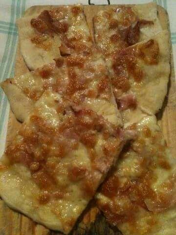 Pizza con prosciutto cotto