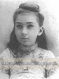 AYŞE SULTAN 1887-1960 Sultan Abdulhamid 13 eşinden , 17 evlat sahibi olmuştur. Sultan Abdulhamid'in dokuz  Kızından beşi