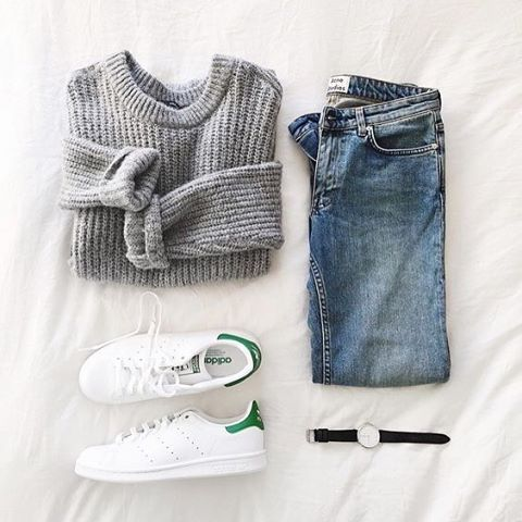 This is our look good while you're running errands outfit. Who's with us? @andicsinger