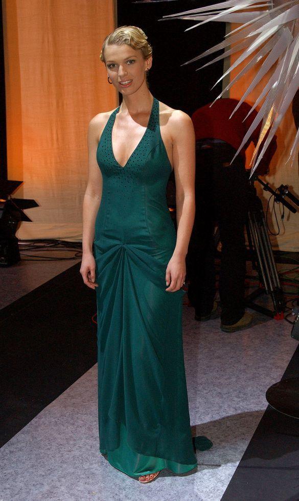 Magda Mołek w szmaragdowej sukience.