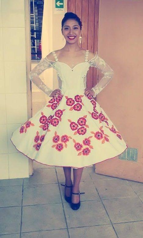 Vestido de china para bailar cueca, bistrech, encaje, flores pintadas.