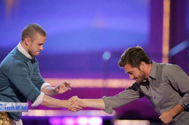 Pin for Later: Revivez en images les meilleurs baisers de cinéma récompensés aux MTV Movie Awards ! Heath Ledger et Jake Gyllenhaal, 2006 Heath n'était pas à la remise de prix donc Jake a été félicité par le présentateur de la soirée, Justin Timberlake, par une simple poignée de main.