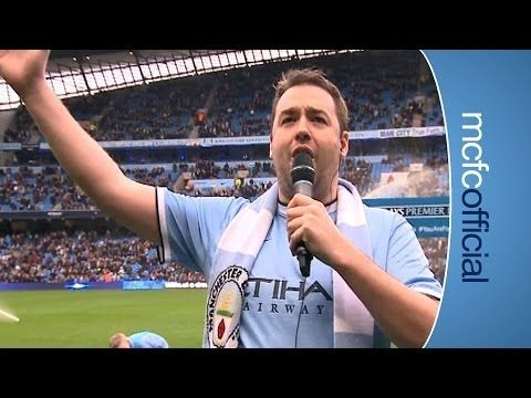 FOOTBALL -  JASON MANFORD sings Blue Moon - http://lefootball.fr/jason-manford-sings-blue-moon/
