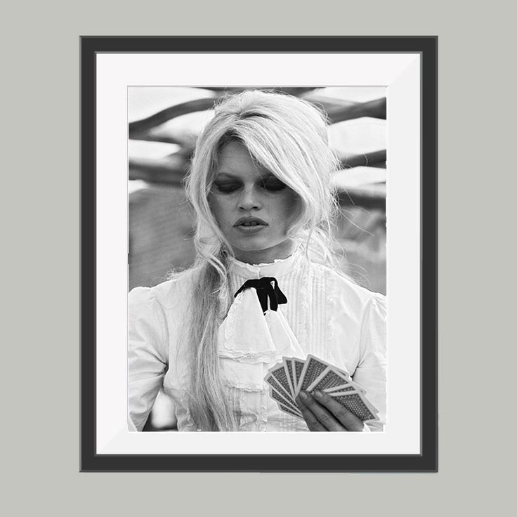 brigitte bardot poster, leuke poster om bijvoorbeeld op te hangen in de woonkamer. Goedkoop de leukste posters in verschillende materialen.
