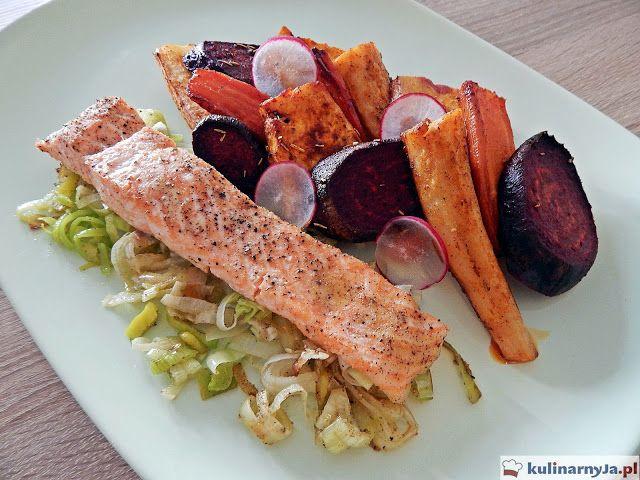 Łosoś na pierzynce z pora z pieczonymi warzywami #łosoś #salmon