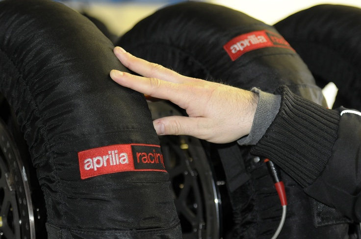 Aprilia Racing Team Presentation - Preview 2013 #apriliaracing2013 #Aprilia #Racing #Team #presentation #preview #Jerez #test #motorbike #motorcycle
