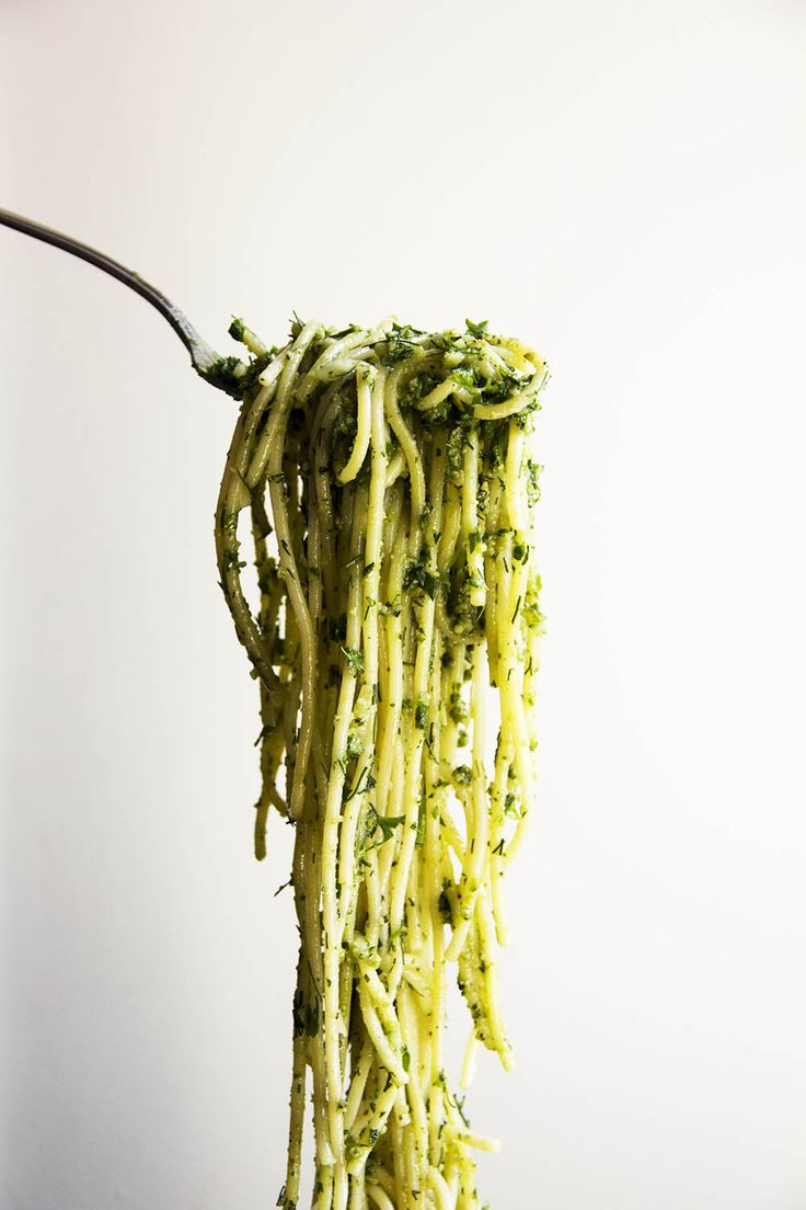 A La Place Clichy | Spaghetti with Pesto and Fresh Herbs | http://alaplaceclichy.com | ELLE Eten