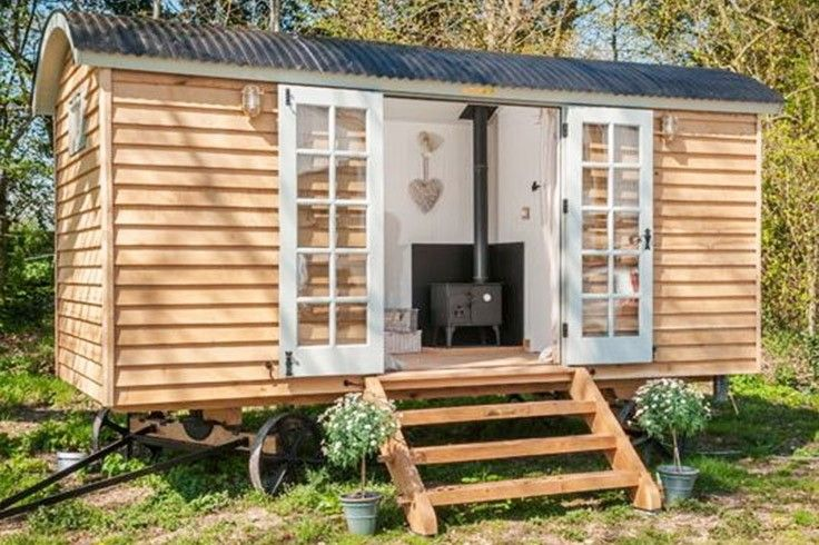 Shepherd Hut – Available nationwide (for all council zones) the shepherd's hut is an ideal granny flat, micro home or holiday B&B rental. Classic living.