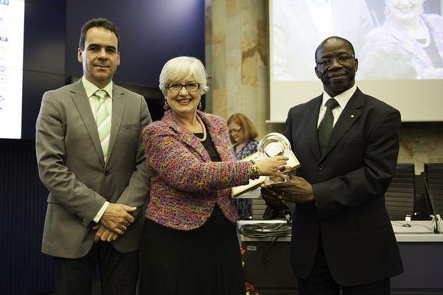 El Consorcio DRM fue premiado con un galardón en su 10ºAniversario por la ITU en Ginebra el pasado 1 de octubre de 2014. El Galardon fue entregado al Consorcio DRM, en reconocimiento a su apoyo y c...