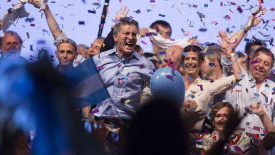 """Risultati ufficiali del ballottaggio. Il candidato peronista, Daniel Scioli, si ferma al 48,6%. Il leader dell'opposizione """"Cambiemos"""" ha"""