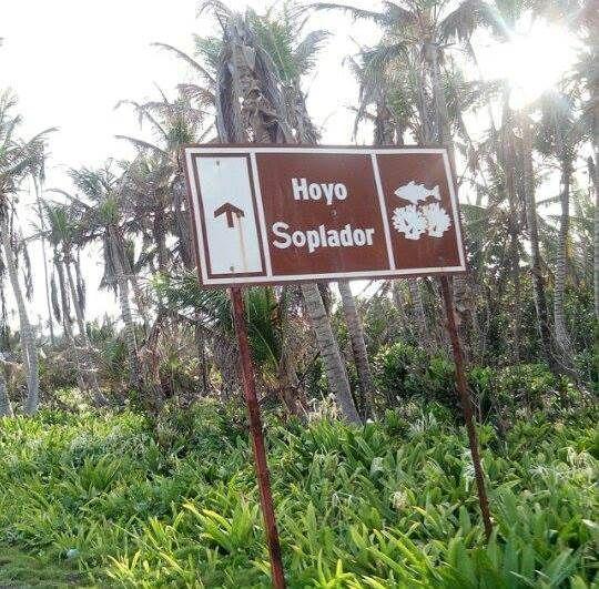 Camino al Hoyo Soplador en San Andrés islas, Colombia