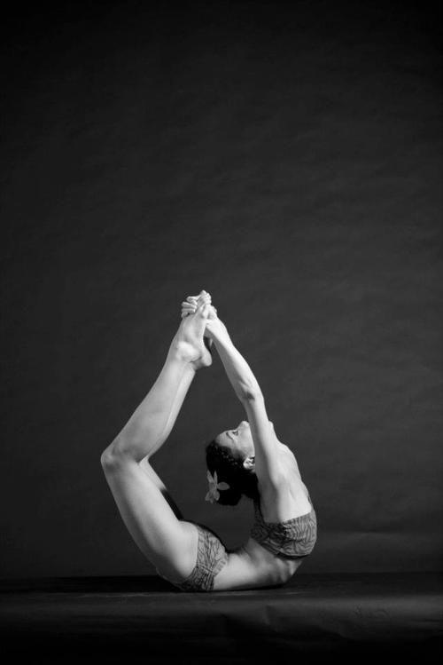Um... Ow.Amazing, Yoga And Pilates, Dance Poses, Hot Yoga, Poses Dhanurasana, Yoga Poses, Bows Poses, Yoga Flexibility Poses, Yoga Inspiration