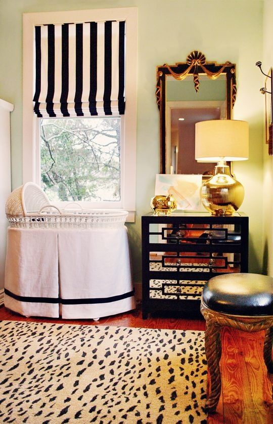 Cute nursery: Romans Shades, Nurseries, Royals Baby, Black And White, Black White, Colors Schemes, Window Treatments, Baby Rooms, Rugs