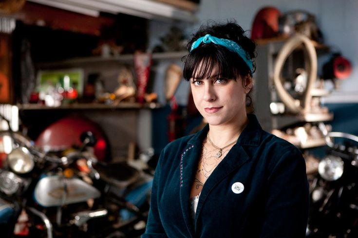 Love Danielle from American Pickers!  So smart and such a unique sense of personal style.