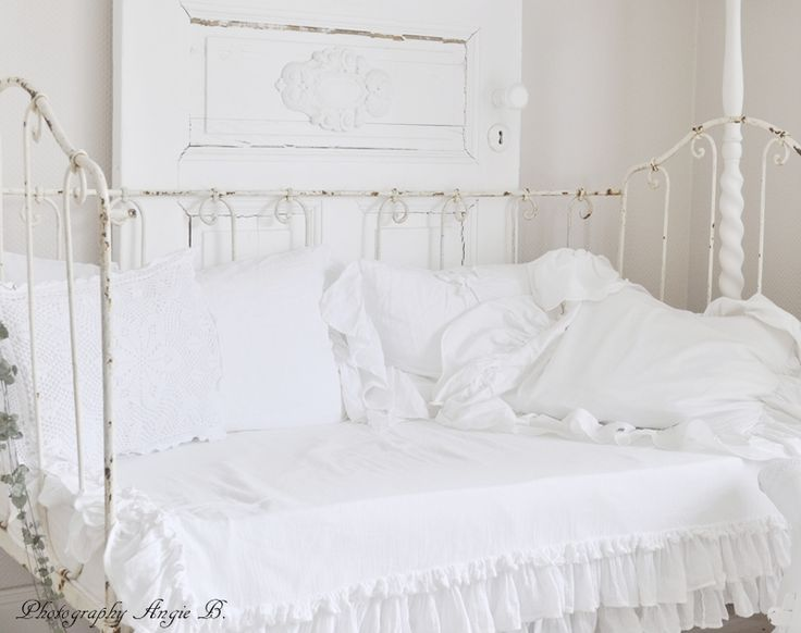 frilly bedding dreams come true metal day bed cover. Black Bedroom Furniture Sets. Home Design Ideas
