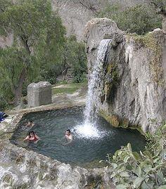 En Orense, junto a la rivera del río Miño podemos encontrarlas y disfrutar gratuitamente de ellas, un ejemplo de ellas son las termas de Muiño da Veiga