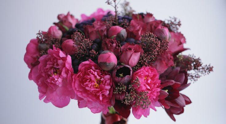 Букет из пионов,тюльпанов и роз