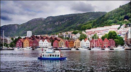 BERGENSBILDET: Det er få trebygninger som er mer fotografert enn Bryggen i Bergen. Foto: HENNING CARR EKROLL/VG